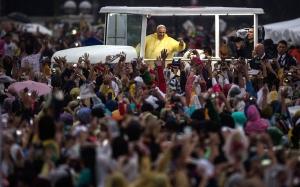 pope-spotlight_3168594k